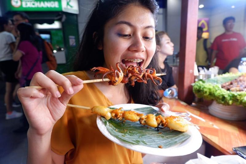 khaosan road night market bangkok