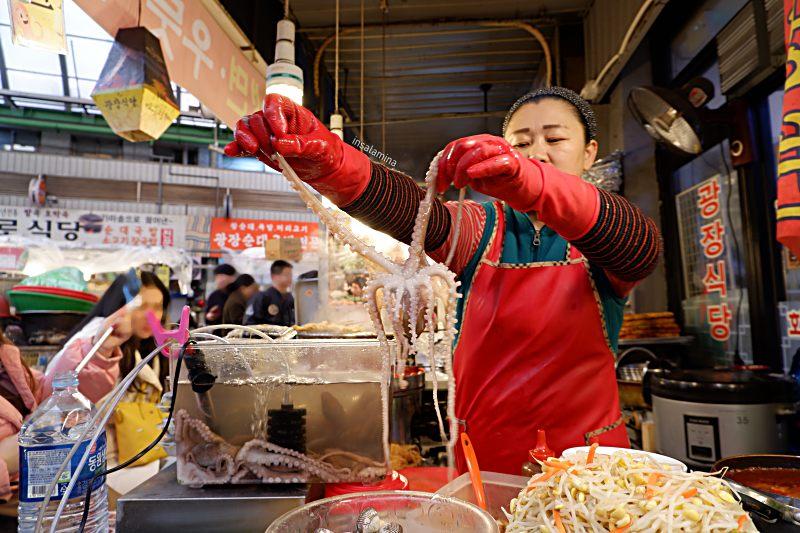 gurita hidup makanan khas korea selatan